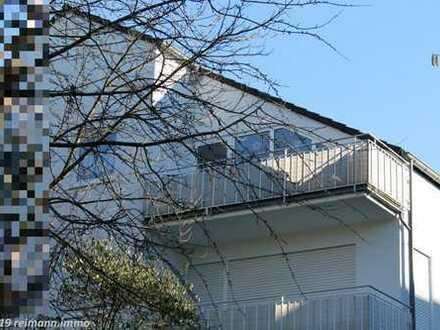 Helle und freundliche 2ZKB-Dachgeschoss-Wohnung mit Balkon und Garage