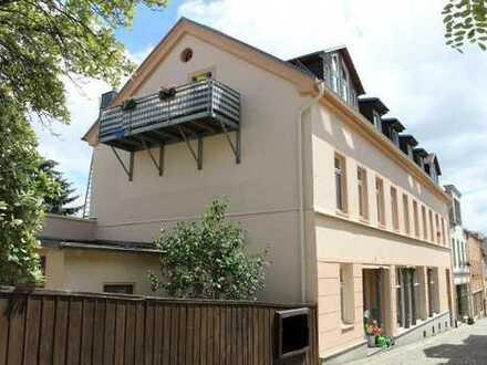 Wohnen im Zentrum! Schick sanierte 3-Raum-Wohnung im Dachgeschoss ab Oktober zu vermieten