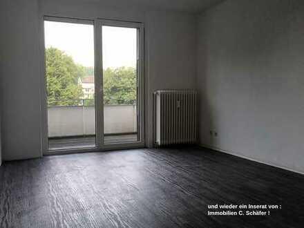 Dortmund Nette/Ortsgrenze Mengede, Weckherlinweg ! Gepfl. 2,5 Zimmer 56m² Wohnung mit West-Balkon !