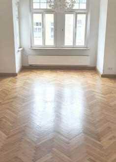 ***Schöne 4 Zi.-Wohnung mit EBK + Balkon zu vermieten / WG-geeignet ***
