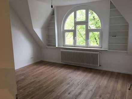 Nachmieter gesucht für wunderschöne 4-Zimmer DG-Wohnung in Bredeney