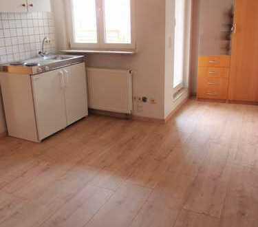Möbliertes, ruhiges Appartement mit Balkon für Pendler im Herzen von Markgröningen !