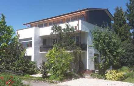 Frisch sanierte EG Wohnung in großem Garten in Dettingen an der Erms