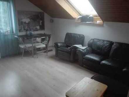 Gepflegte 2-Zimmer-DG-Wohnung mit Balkon in Niefern