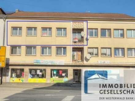 Komplett renovierte 3,5 Zimmer-Wohnung in Stadtlage mit Garage und PKW-Stellplatz