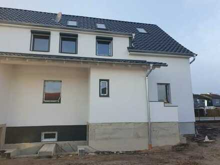 Attraktive 5-Raum-Wohnung über 2 Etagen mit EBK und Balkon in Velpke