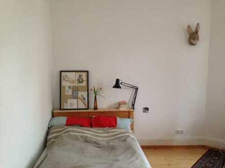 Helles und großes Zimmer einer wunderschönen Altbauwohnung im frankfurter Nordend zu vermieten