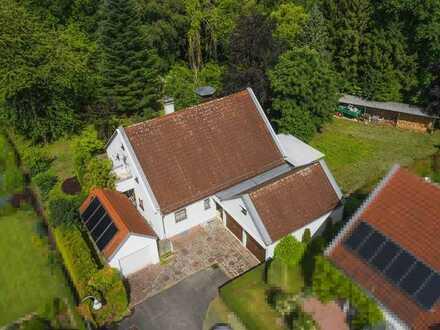 Mit sagenhaftem Grundstück! Einfamilienhaus mit Einliegerwohnung in gesuchter Stadtrandlage