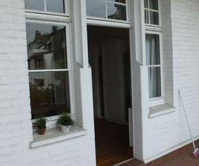 Charmantes Zimmer mit Balkon zum Garten / großes Wohnzimmer und voll ausgestattete Küche (2er Berufs