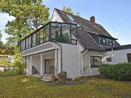 Platz für die ganze Familie: Erdgeschosswohnung mit 5 Zimmern, überdachter Terrasse und Garten