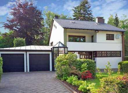Exkl. 1-Familienhaus mit ELW, freistehend, durchgrünte Lage