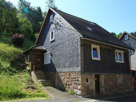 Einfamilienhaus mit Hof und Schuppen in Masserberg / Ortsteil Einsiedel