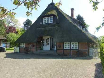 Reetdachhaus / Resthof mit Nebengebäude