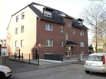 Helle 4 Zimmerwohnung im EG mit Balkon in einem Mehrfamilienhaus in Köln-Worringen ab sofort
