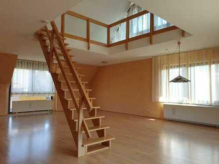 Sonnige 4-Raum-Maisonette-Wohnung mit 3 Balkonen und Einbauküche in Troisdorf-Eschmar