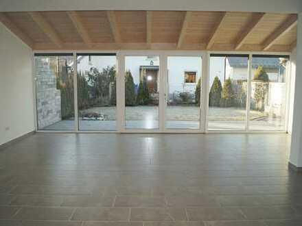 Neuwertige Doppelhaushälfte mit Terrasse und Garten
