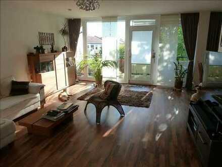 Großzügiges und sonniges Wohnen auf 98 m² mit Loggia im 3. OG in Parkambiente in Forstenried