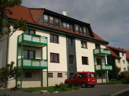 Günstige, modernisierte 3-Zimmer-Dachgeschosswohnung mit Einbauküche in Beinerstadt