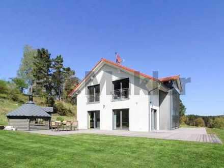 Neuwertiges Traumhaus mit Smart-Home-System und ca. 100 m² Terrassenfläche in idyllischer Lage