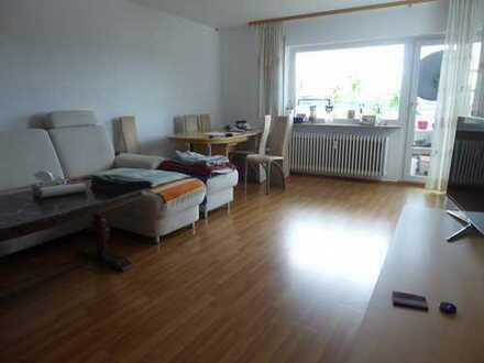 Geräumige 4 Zimmerwohnung mit Balkon und Tiefgaragenstellplatz im gepflegten Mehrfamilienhaus