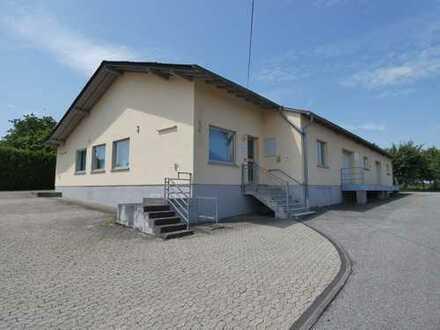 Ehem. Bankfiliale mit Lagerräumen und viel Parkfläche in Mastershausen.