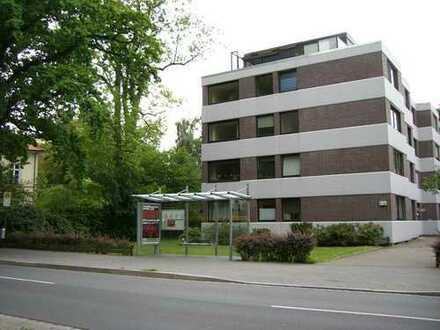 Direkt am Schlossgarten: 2,5-Zimmer-Wohnung mit Balkon und Schwimmbad