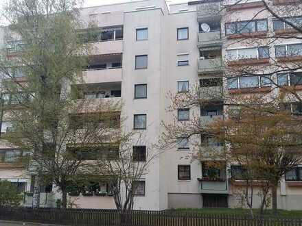 Gepflegte Wohnung mit zwei Zimmern sowie Balkon und EBK in Zirndorf