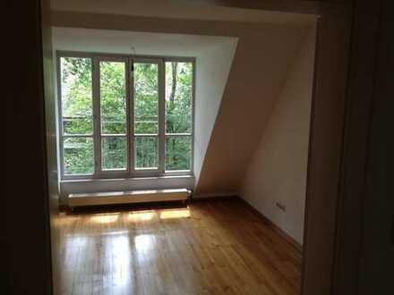 Stilvolle 2,5-Zimmer-Maisonette-Wohnung in Harlaching, München