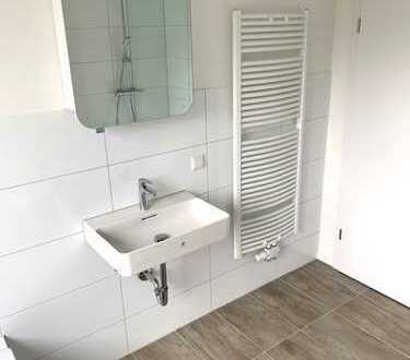 ERSTBEZUG NACH SANIERUNG: Helle 4 R-Wohnung mit neuem Design-Bad, Walk-In-Dusche + Wanne, TOP-Design