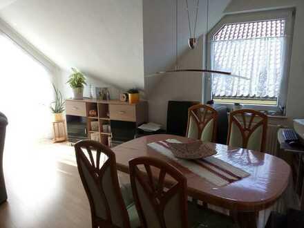 Schöne ruhige 2,5-Zimmer-Wohnung mit Balkon und Einbauküche in Wolfschlugen