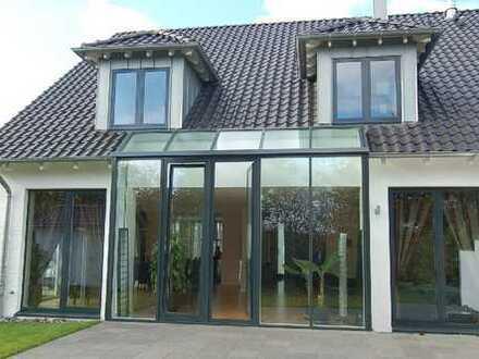 Exklusives Architektenhaus mit 47 m² Studio.