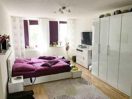 ***Exklusive barrierefreie Wohnung mit Balkon, Aufzug, Parkett, Wannenbad, Dusche & GästeWC***