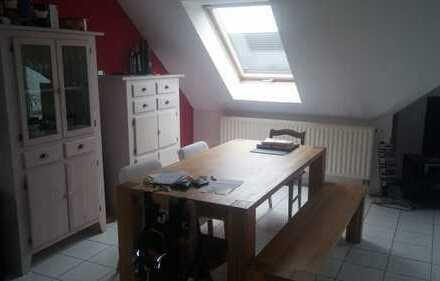 Attraktive 3-Zimmer-Maisonette-Wohnung mit Balkon in Waldalgesheim
