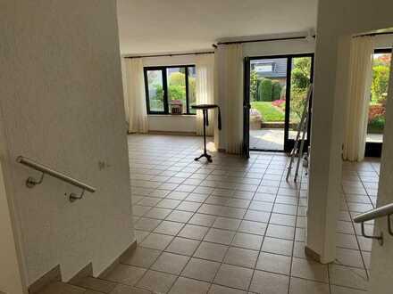 Top gepflegte Terrassenwohnung mit zweieinhalb Zimmern und EBK in Dortmund Sommerberg