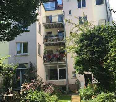 Große Wohnung mit Balkon mitten im Klinikviertel! Sofort bezugsfrei! Provisionsfrei!