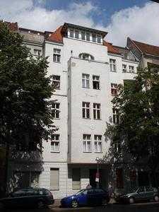 Schöne kleine Altbauwohnung im 1.OG Gartenhaus am Schillerpark von Privat