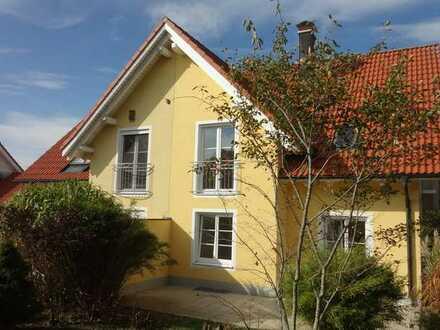 Ansprechende Doppelhaushälfte mit fünf Zimmern in Pürgen