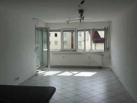 Attraktive 2-Zimmer-Wohnung mit Balkon und EBK in Vaihingen an der Enz