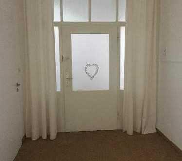Zuhause im echten Jugendstil - ca. 127 m² große 4-Raum-Erkerwohnung - ca. 3 Meter hohe Stuckdecken