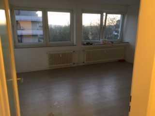 Gepflegtes, helles 1-Zimmer Appartement mit großer Fensterfront