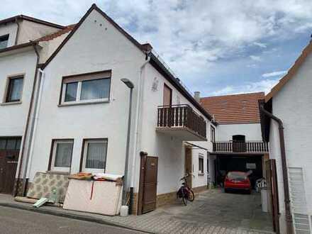 Haus mit Hof und gemauerter Scheune