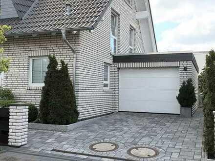 Neuwertige exklusive Doppelhaushälfte mit Garage in Bienrode-Waggum-Bevenrode, Braunschweig