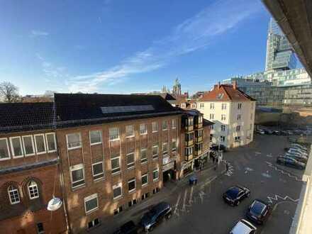 Großzügige, frisch modernisierte 4-Zimmer-Wohnung mit Blick aufs Rathaus!