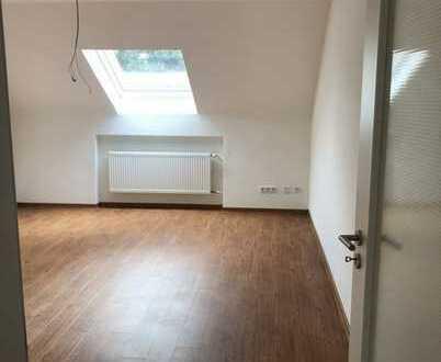Vollständig renovierte 2-Zimmer Dachgeschosswohnung