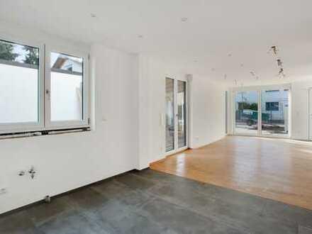 Moderne Haushälfte mit hochwertiger EBK im Neubau
