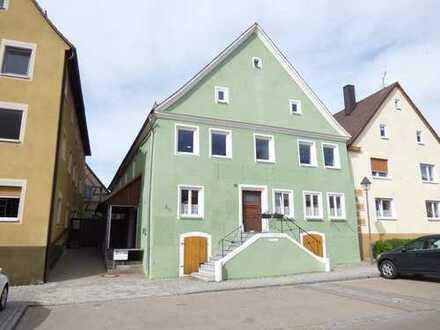 Wohn- und Geschäftshaus unter Denkmalschutz - direkt am Marktplatz - 6,5 % Rendite