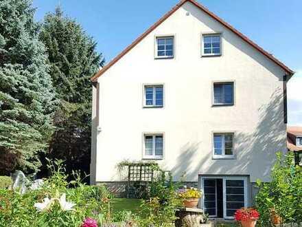 Neuwertige Dachgeschosswohnung in Bühlau