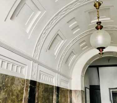 ** Charmanter Altbau mit Balkon - 4. Etage mit Aufzug!**