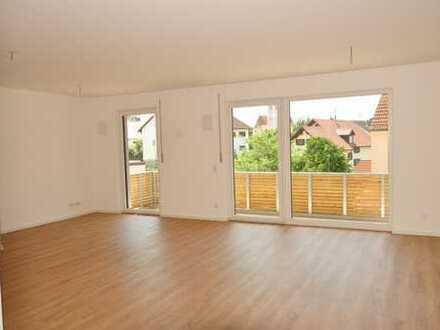 Neuwertige 3 ZKB mit großem Balkon, top Ausstattug, EBK-Ablöse mögl., zzgl. Garage in Kissing