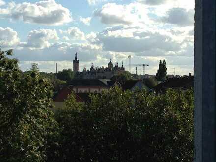 Blick vom Balkon auf See und Schloß - Attraktive 2 Zimmer-Wohnung